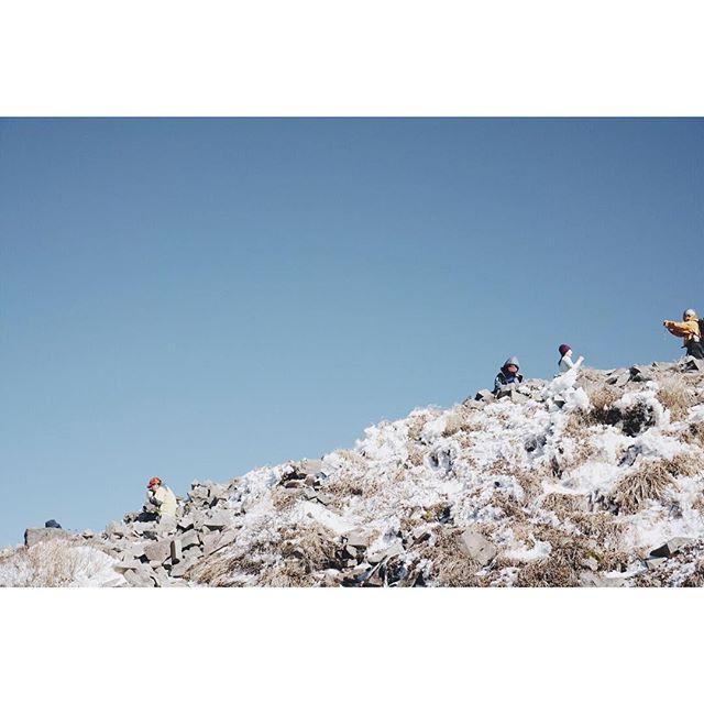 雪のち晴れ 登頂の喜び ひとしお2016.11.05#磐梯山 #初冠雪 #青空 #登り納めかな #百名山 #山歩き #登山 #夫婦登山 #トレッキング #会津 #福島  #snow #MtBandai #trekking #hiking #nature #mountains #forest #outdoor #aizu #fukushima